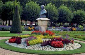 Bourges ville fleurie du cher concours villes et villages for Le jardin des fleurs bourges